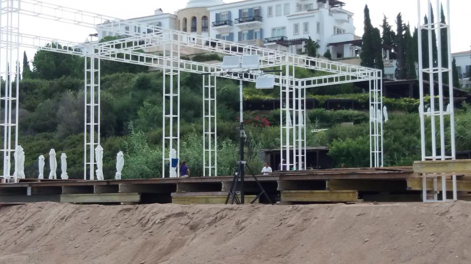 32e1a5c076f Αφού ισοπέδωσαν παραλία για να κάνουν γάμο, αλλάζουν χώρο διεξαγωγής ...
