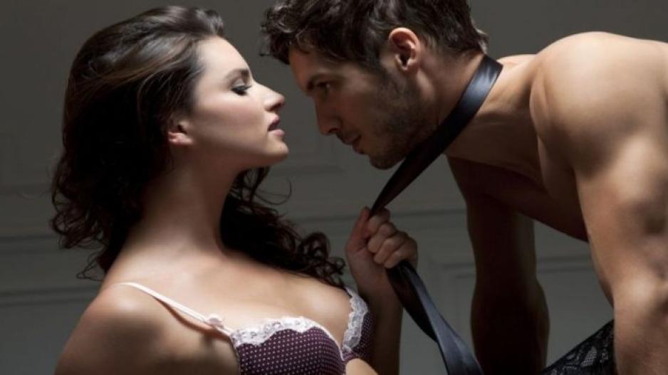 Νεαρή ξανθιά πρωκτικό αυνανισμό μηχανή του σεξ.